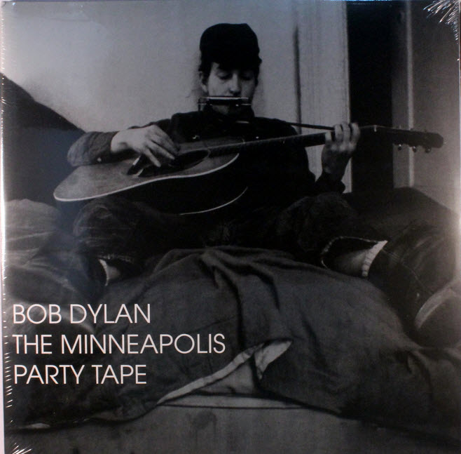 May 1961 – Performes @ Unidentified coffehouse Minneapolis, Minnesota (audio)